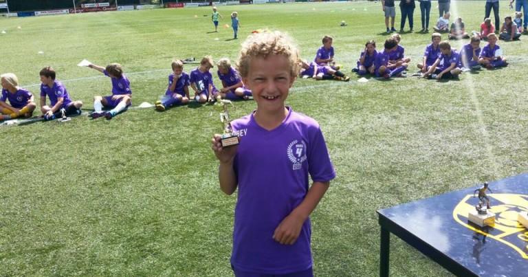 Thijs van Diermen en 40 andere voetballers op de 4-Skills Voetbaldagen!